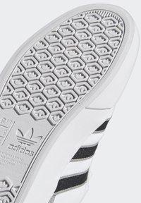 adidas Originals - DELPALA SHOES - Sneakers basse -  white - 9
