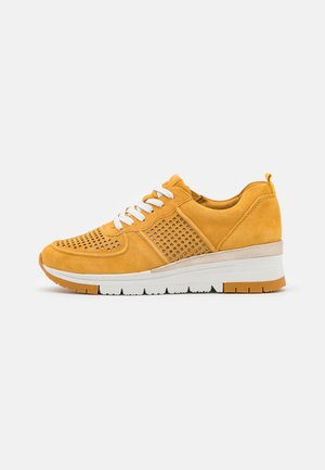 LACE-UP - Sneakers laag - saffron/punch