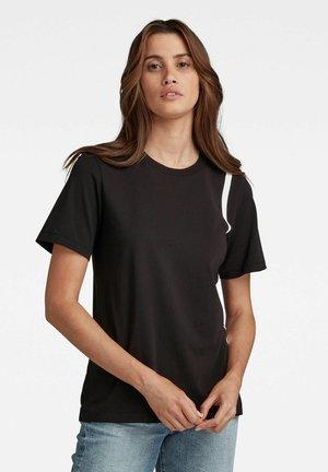 SIDE LINE RAW REGULAR FIT TEE - Print T-shirt - dk black