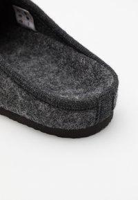 Pier One - UNISEX - Tohvelit - dark grey - 5