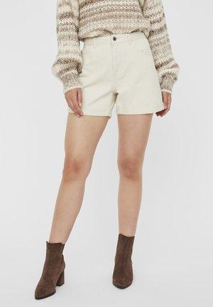 VMNINETEEN LOOSE MIX NOOS - Denim shorts - birch