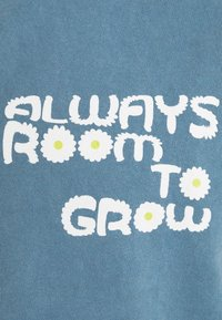 BDG Urban Outfitters - ROOM TO GROW TEE UNISEX - Print T-shirt - blue - 2