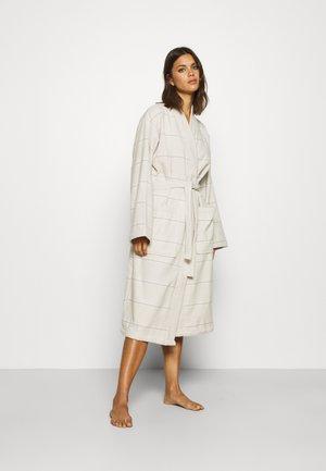 WELLNESS KIMONO BATHROBE - Dressing gown - sand
