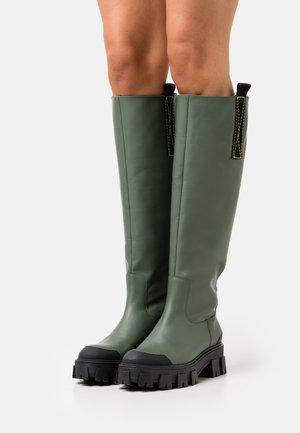 Platform boots - green