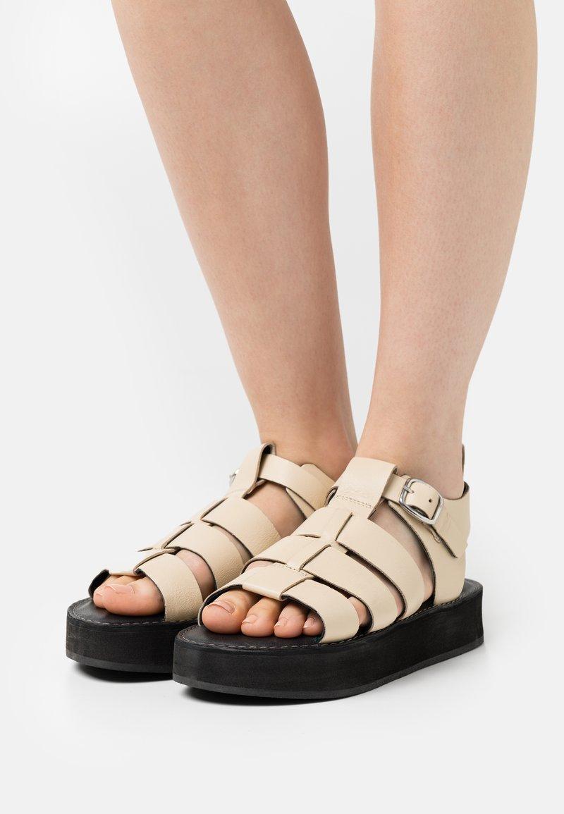 Office - GEEK SHOE OPEN TOE - Sandály na platformě - bone