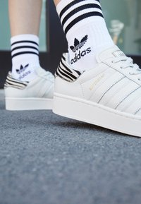 adidas Originals - SUPERSTAR SPORTS INSPIRED SHOES - Zapatillas - white ink/offwhite/clear black - 2