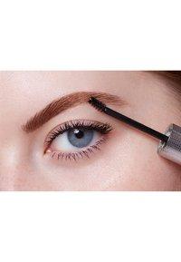 L'Oréal Paris - UNBELIEVA'BROW LONGWEAR TOPCOAT - Eyebrow gel - transparent - 3