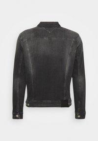 Tommy Jeans - REGULAR TRUCKER JACKET - Denim jacket - denim medium - 1