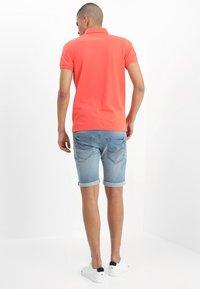 INDICODE JEANS - KADEN - Shorts vaqueros - blue wash - 2