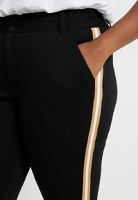 Kaffe Curve - KIA 7/8 PANTS - Trousers - black deep - 4
