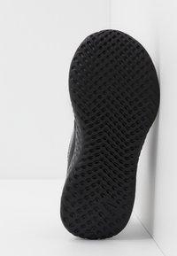 Nike Performance - REVOLUTION 5 UNISEX - Neutrální běžecké boty - black/anthracite - 5