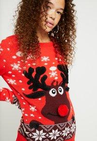 Vero Moda Petite - Sweter - chinese red - 4
