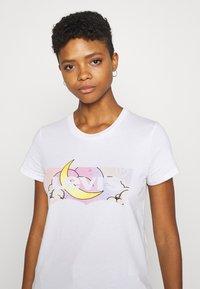 Levi's® - THE PERFECT TEE - Print T-shirt - white - 3