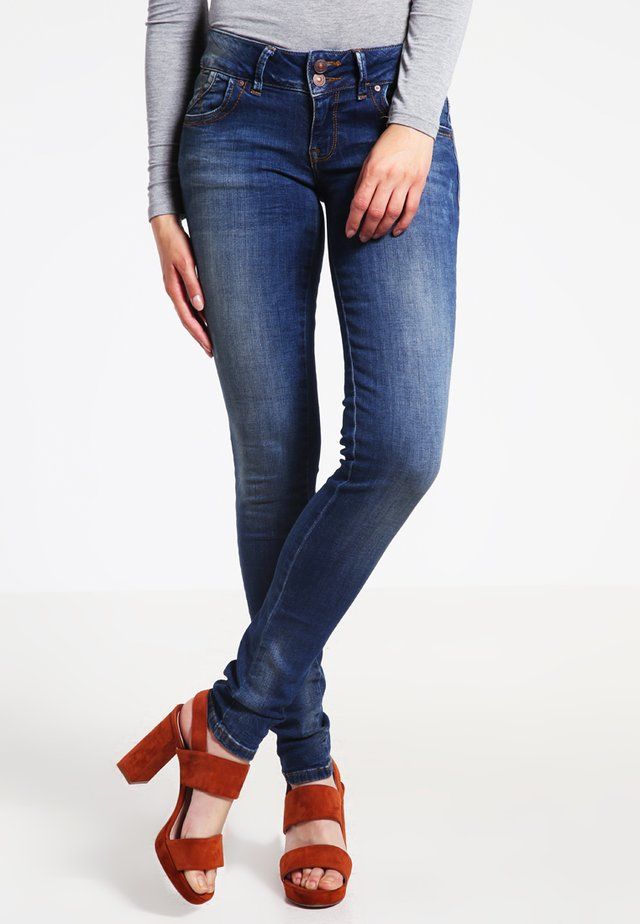 MOLLY - Jeansy Slim Fit - erwina wash