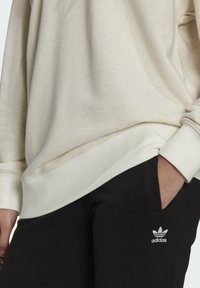 adidas Originals - HOODIE - Sweat à capuche - white - 4