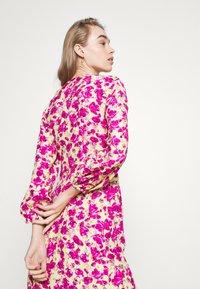 ONLY - ONLPIO LONG WRAP DRESS  - Kjole - pale green/fuchsia purple - 4