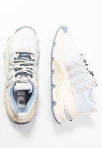 Diesel - S-HERBY SB - Sneakersy niskie - star white/antique - 3
