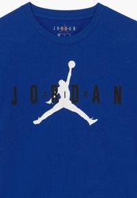 Jordan - BRAND TEE - T-shirt imprimé - hyper royal - 3