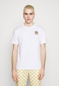 WAWWA - UNISEX SUNSPOTS - Print T-shirt - white - 0