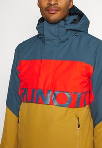Brunotti - TRISTIN MENS JACKET - Snowboardová bunda - camel brown - 6