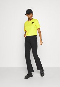 The North Face - CROPPED FINE TEE - Triko s potiskem - sulphur spring green - 1