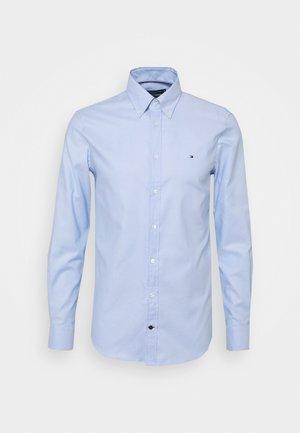 DOBBY SLIM - Formal shirt - light blue/white