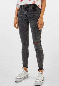 Bershka - LOW WAIST - Jeans Skinny Fit - grey - 0