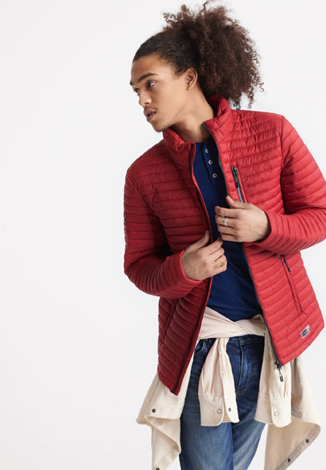 SUPERDRY MICRO QUILT PACKAWAY FUJI JACKET - Light jacket - red