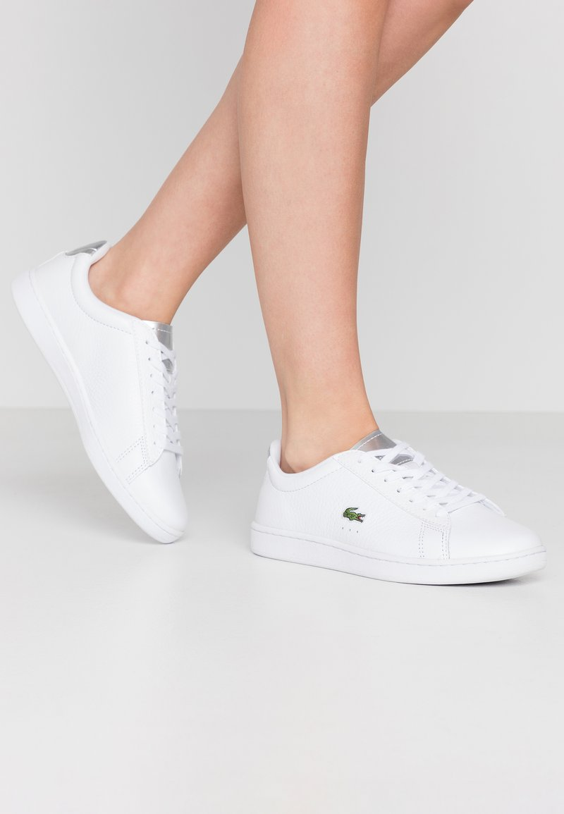Lacoste - CARNABY EVO  - Baskets basses - white/silver