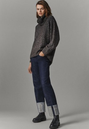 PULLOVER MIT WEITEM AUSSCHNITT - Sweater - brown