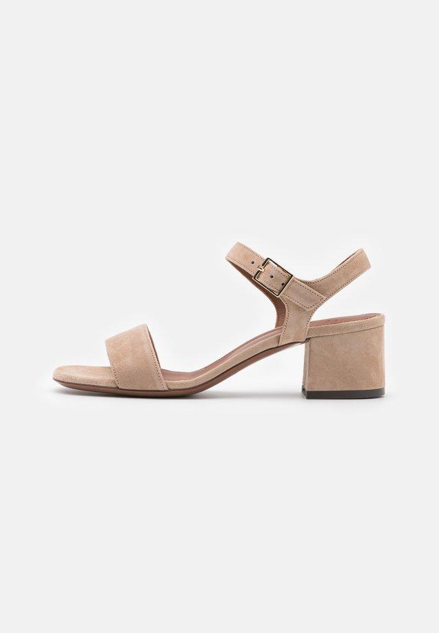 MID HEEL - Sandaalit nilkkaremmillä - beige
