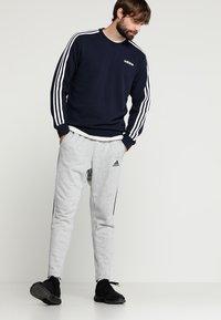 adidas Performance - Essentials 3-Stripes Sweatshirt - Sweatshirt - legend ink/white - 1