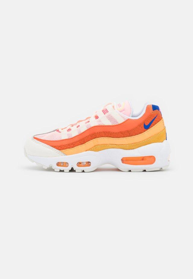 AIR MAX 95 - Sneakers laag - campfire orange/racer blue/sail/laser orange/citron pulse/peach cream