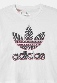 adidas Originals - CROPPED TREFOIL  - Triko spotiskem - white/multicolor/wild pink - 2