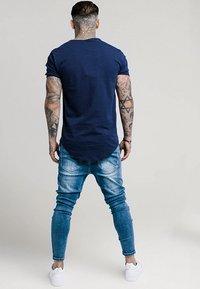 SIKSILK - PATCHWORK - Skinny-Farkut - washed blue - 2