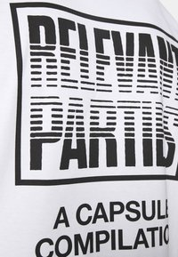 Carhartt WIP - RELEVANT PARTIES VOL 1 - Printtipaita - white - 5