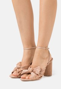 Loeffler Randall - CAMELLIA - Sandály na vysokém podpatku - dune - 0