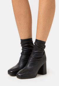 Repetto - PONY - High heeled ankle boots - noir - 0