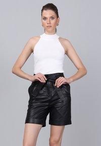 Basics and More - Shorts - black - 4