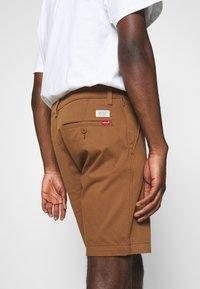 Levi's® - TAPER  - Shorts - dachshund - 5