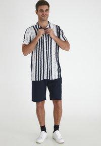 Tailored Originals - Camisa - milky white - 1