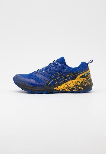 GEL TRABUCO TERRA - Běžecké boty do terénu - monaco blue/sunflower