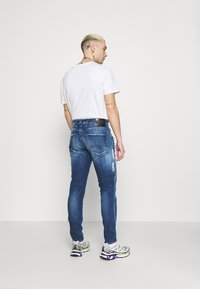 Replay - BRONNY - Jeans Tapered Fit - medium blue - 2