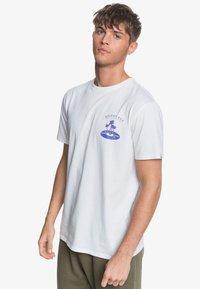 Quiksilver - TROPICAL VIBES  - Print T-shirt - white - 0
