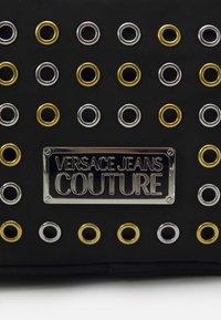 Versace Jeans Couture - EYELETS EXTREME MINI CAMERA BAG - Schoudertas - nero - 5