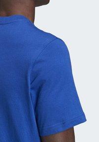 adidas Originals - TREFOIL LOGO OUTLINE T-SHIRT - Print T-shirt - blue - 6