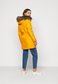 ONLY Petite - ONLIRIS - Parka - golden yellow - 2
