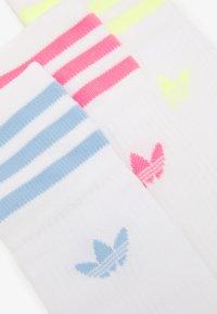 adidas Originals - SOLID CREW SOCK UNISEX 3 PACK - Sokken - white/pulse yellow/rose tone/ambient sky - 1