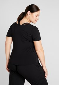 YOGA CURVES - TWISTED  - T-shirt basique - black