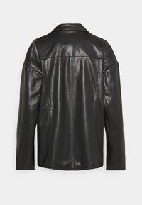 NA-KD - PATCH POCKET JACKET - Faux leather jacket - black - 7